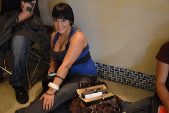Una pose de una linda puertorriqueña decidad a convencer a los ju...