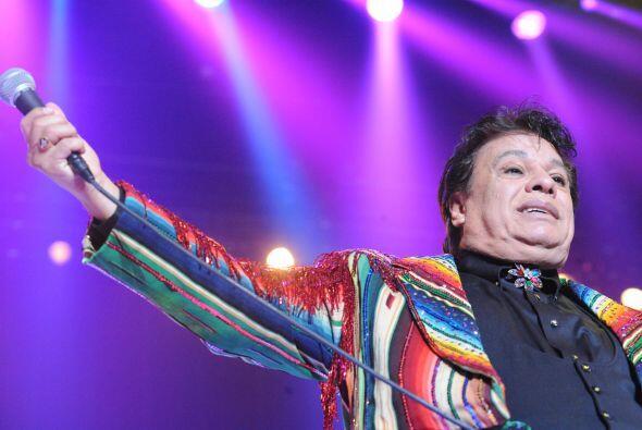No cabe duda que Juan Gabriel ha probado tener un estilo muy particular.