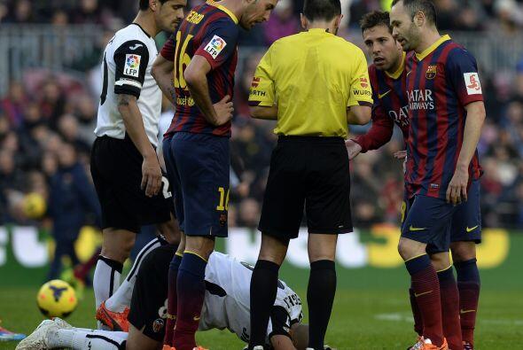Para colmo de males Jordi Alba vio la roja y Barcelona se quedó c...