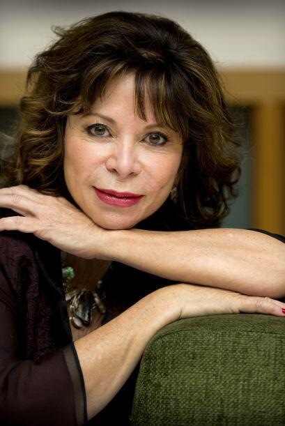 Isabel Allende  (Nació en Perú en 1942) Hija de un...