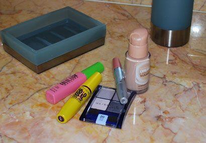 El 'kit' perfecto para embellecerse es: Base, sombra, máscara par...