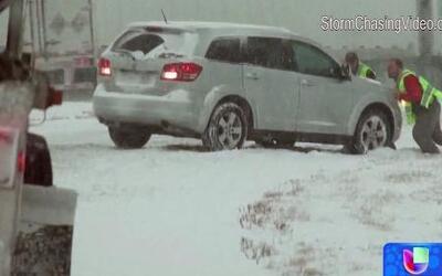 Nueva tormenta invernal azota con fuerza a los estados de Nueva Jersey y...