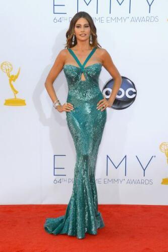Los vestidos de sirena, con los que forra sus curvas, nos causan sensaci...