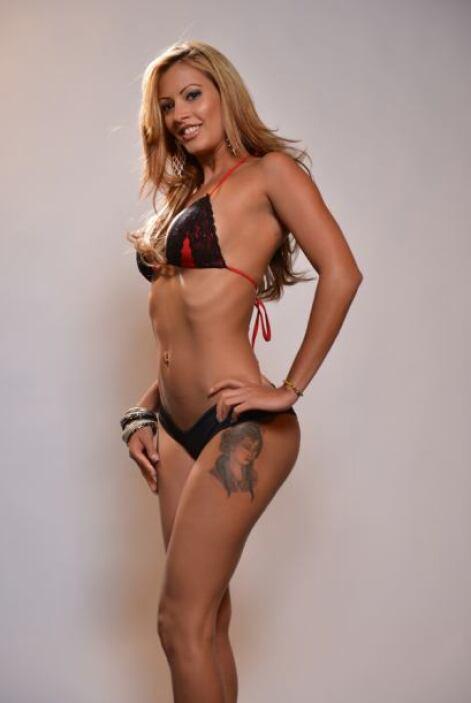 Su bikini perfecto es uno que sea súper sexy y bastante provocativo.