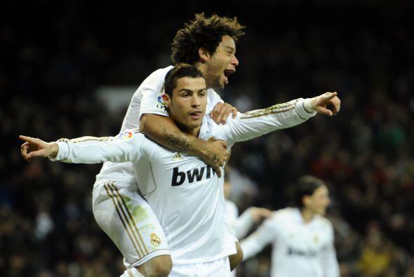 Y el portugués lo consiguió. Kaká armó una buena jugada y CR7 definió su...