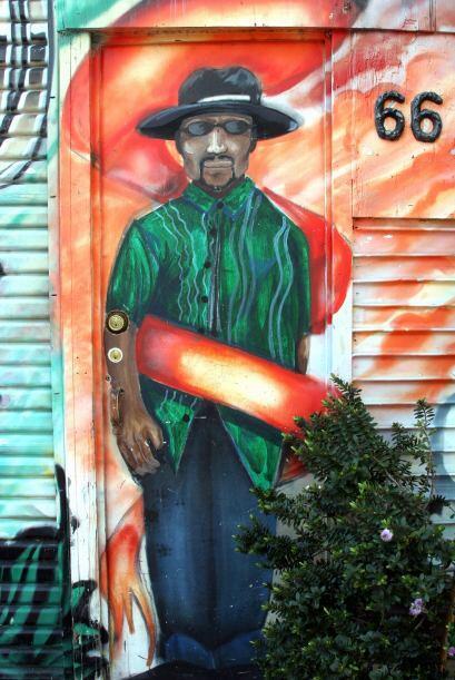 Mural ubicado en Balmy Alley, cuyo título y artista permanecen desconoci...