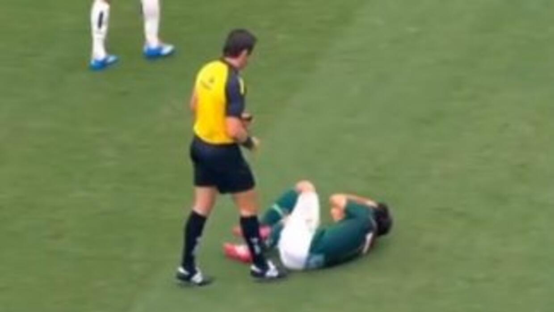 El árbitro no lo hizo con intención de lastimar al jugador.