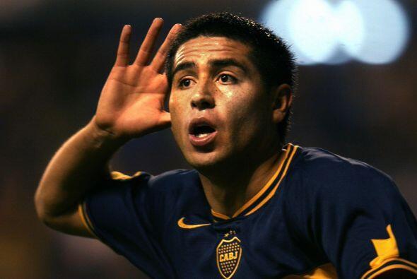 El primer gol de Juan Román vistiendo la playera del Boca Juniors...