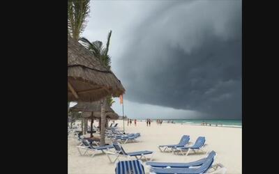 Así se ve la tormenta Earl desde Playa del Carmen, México