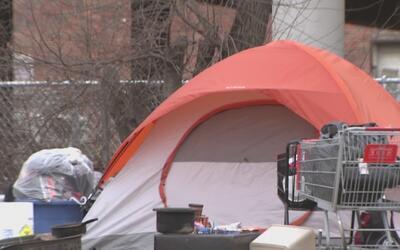 Desamparados de Dallas encuentran ayuda para protegerse del duro invierno