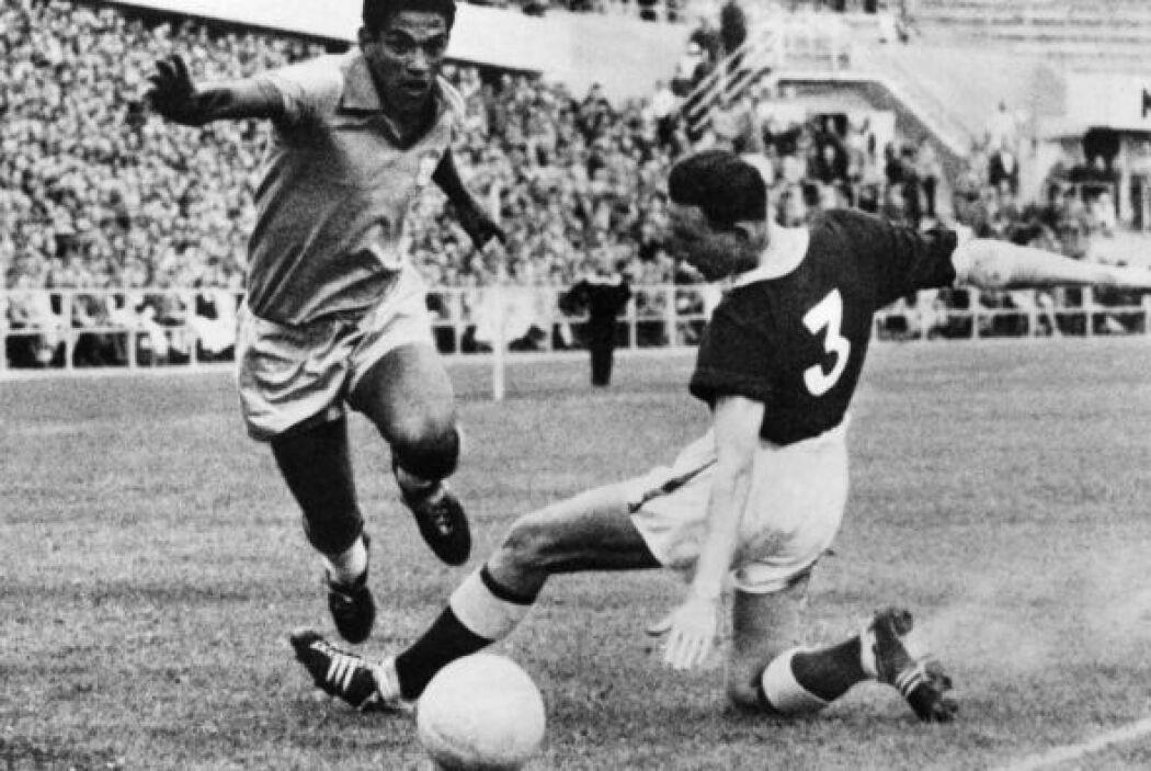 Garrincha, de nombre Manuel Francisco dos Santos, formó parte de la sele...