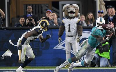 DeVante Parker se llevó el touchdown de la victoria para los Dolp...