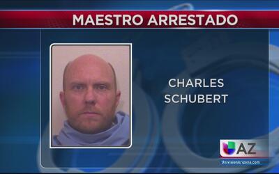 Maestro arrestado por mantener una relación inapropiada con alumna