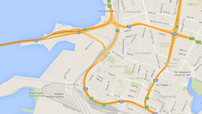 Choque de 12 vehículos en rampa de la I-880 deja a una persona atrapada