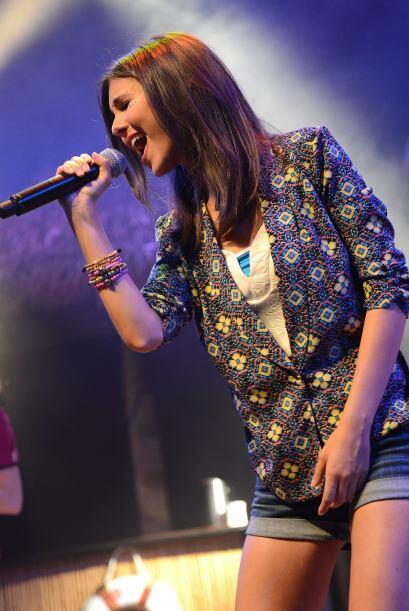 Este año, la joven cantante acompaña a Big Time Rush en su...