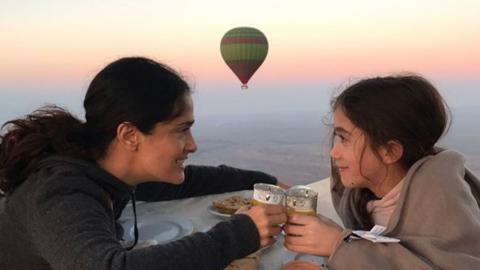 Salma Hayek y su hija de 10 años celebraron San Valentín e...