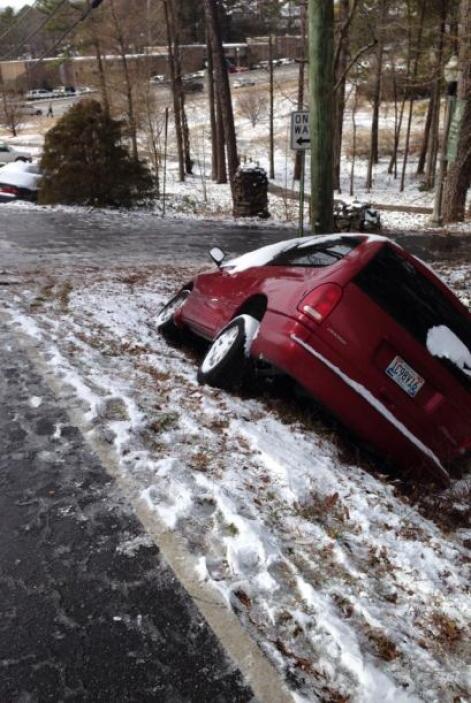 Pedro Díaz mandó la foto desde Hoover, Alabama, donde un automóvil más q...
