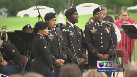 Recuerdan a caídos en cementerio de Dallas-Fort Worth