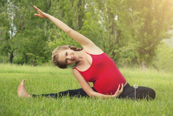Se recomienda hacer ejercicio durante el embarazo. Dile a tu médico si p...