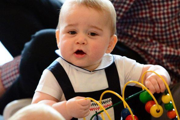 El príncipe William, padre de George, ha visitado ambos países en numero...