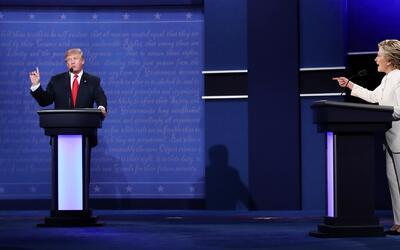 Clinton y Trump se enfrentaron fuertemente para discutir sus posturas mi...