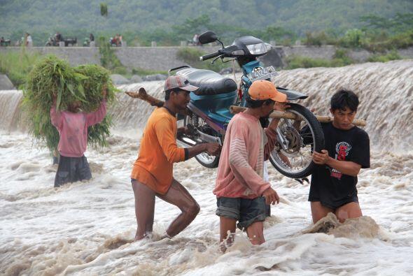 Inundaciones y deslaves ocasionados por lluvias torrenciales en el norte...