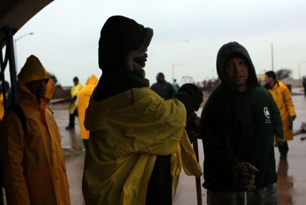 Los habitantes de la península esperan la llegada de más ayuda del gobie...