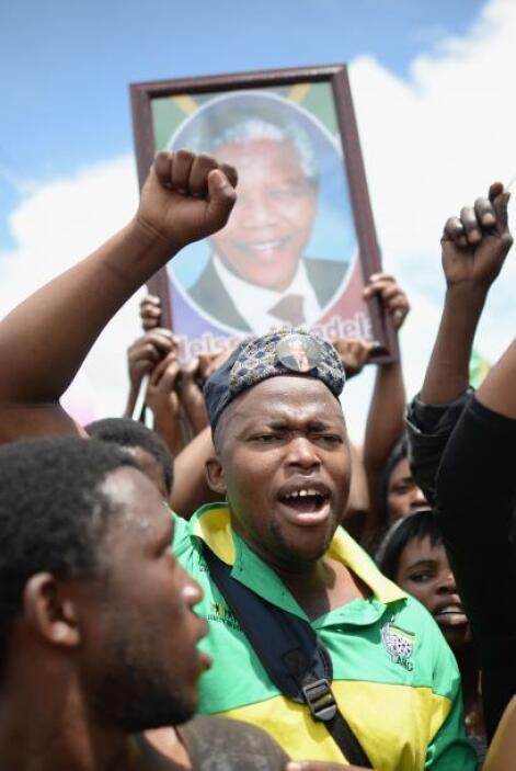 También se vieron otras del gobernante Congreso Nacional Africano (CNA)...