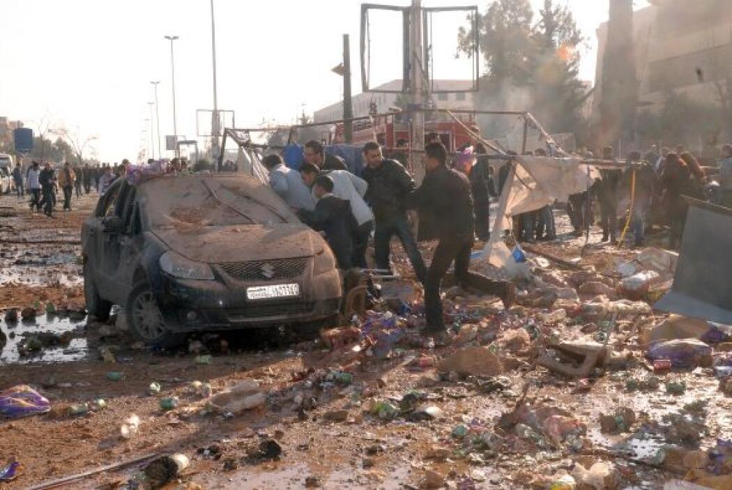 El triple atentado coincide con bombardeos de la aviación siria contra l...
