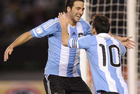 El ´Pipita´ Higuain con tres goles y Lionel Messi con uno va...