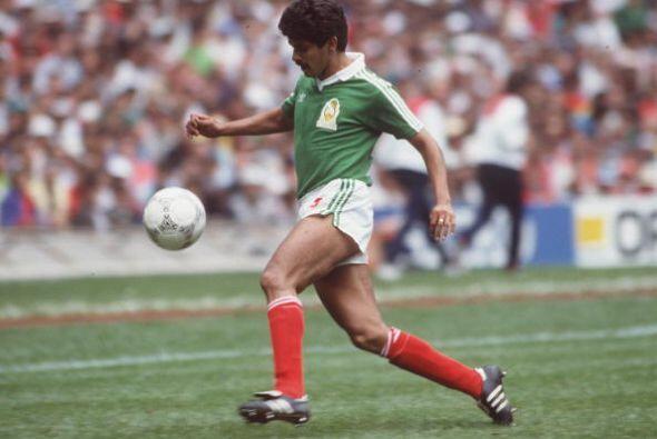 Esa misma temporada 88-89 otro mexicano arribó al fútbol i...