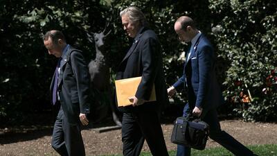 De izquierda a derecha, el jefe de gabinete de la Casa Blanca, Reince Pr...