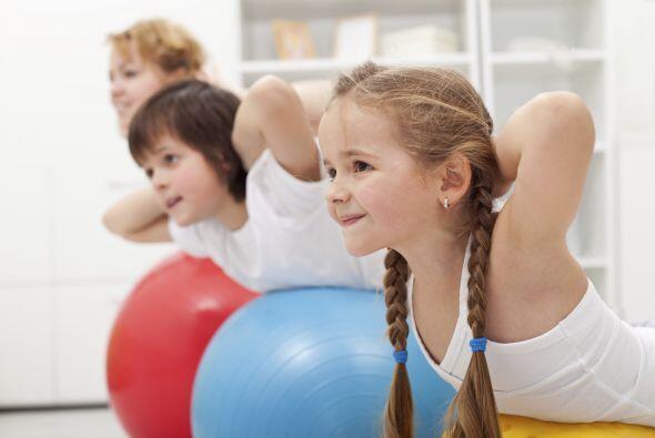 Puedes probar cosas nuevas como yoga para pequeños, con esta actividad l...