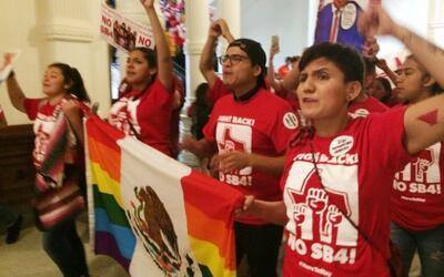 """""""Estamos aquí para quedarnos"""" decían inmigrantes en el congreso estatal..."""