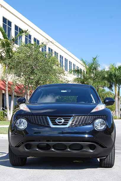 Está construido con la plataforma B de Nissan, la misma utilizada en el...