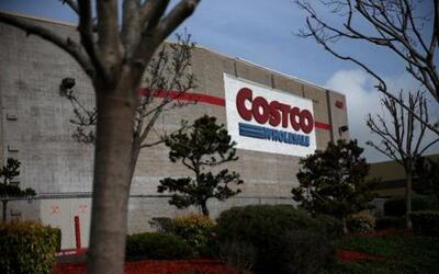 2. COSTCO. La cadena de tiendas minoristas, calificada con 4.4, remunera...