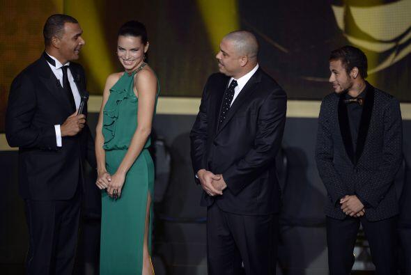 Adriana llegó mostrando a todos los presentes su encantadora pers...