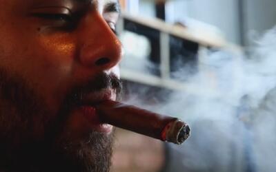 Hacer tabacos con las manos, el arte cubano que sigue vivo en Dallas