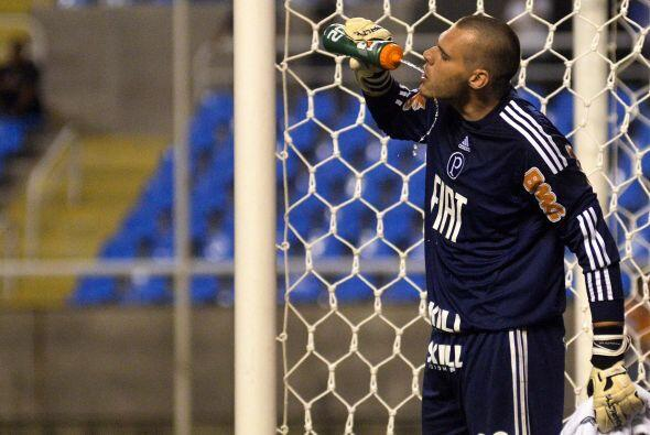¿Qué estará tomando el portero del Palmeiras? imagi...