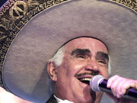 Vicente Fernández, el Charro de Huentitán, está cum...