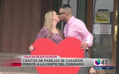 Parejas de SA se casan en San Valentín