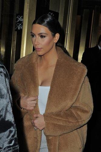 Kim volvió a su cabellera obscura y luce hermosa. Mira aquí los videos m...