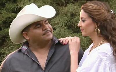 Encontramos a Chuy Lizárraga tratando de seducir a Susana González