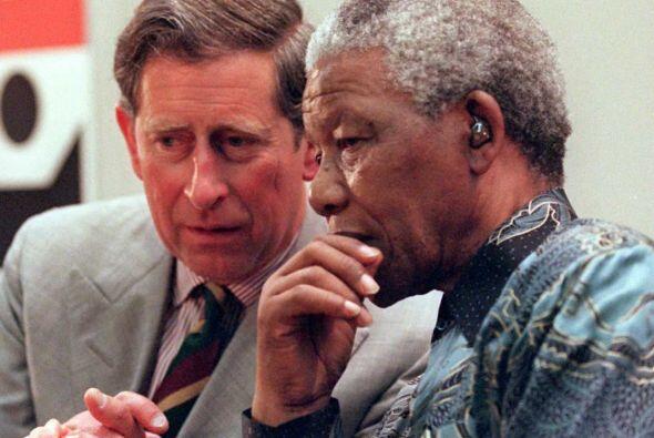El príncipe Carlos también intercambió palabras con Nelson Mandela.