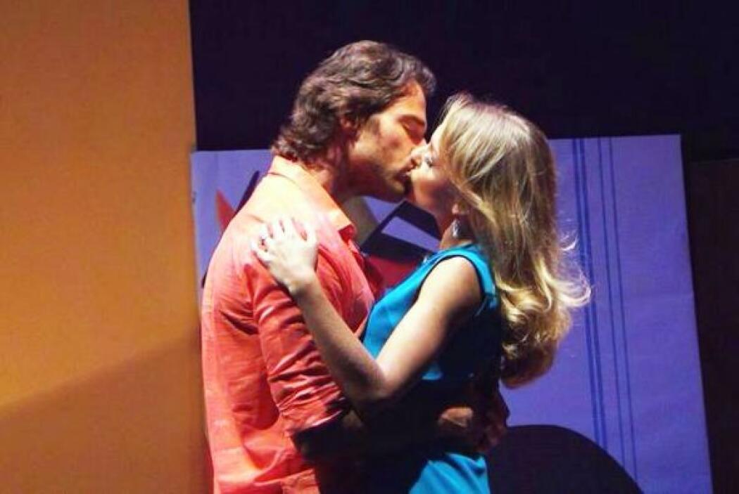 ¡Qué besotes se daban en esta puesta en escena!