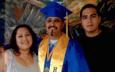 Luis Vargas posa con sus hijos. Condenado injustamente por violación