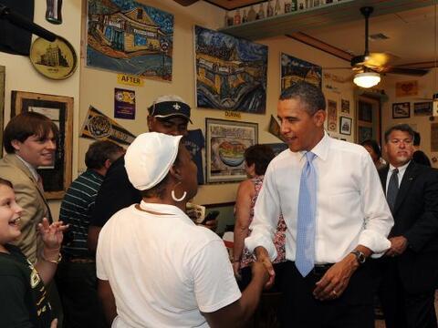 El presidente Obama llegó a New Orleans junto a su familia con mo...
