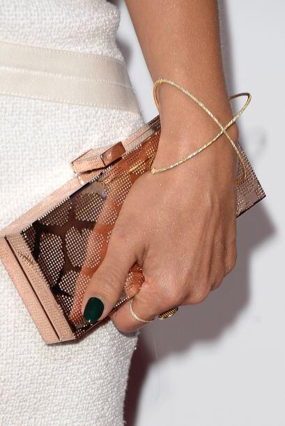 Clutch minimalistas: Una regla de la moda que siempre deber seguir es la...
