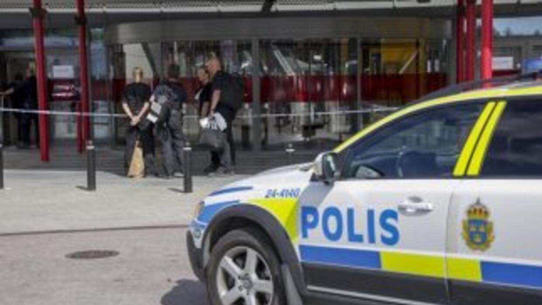 La policía de Estocolmo llegó al Ikea en donde fueron apuñaladas dos pe...
