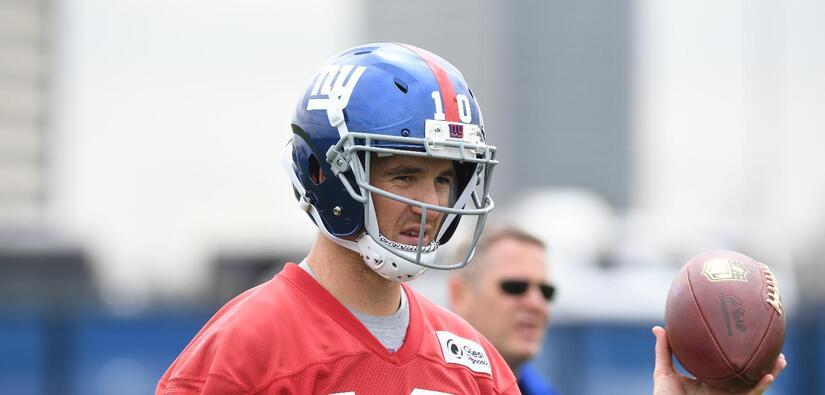 La increíble habilidad de Eli Manning con el balón